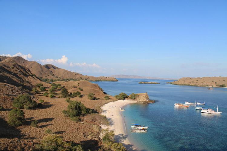 Komodo National Park tour, Indonesia: A stunning coastal view