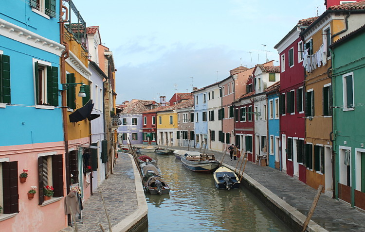 Romance in Venice - the colourful town of Burano