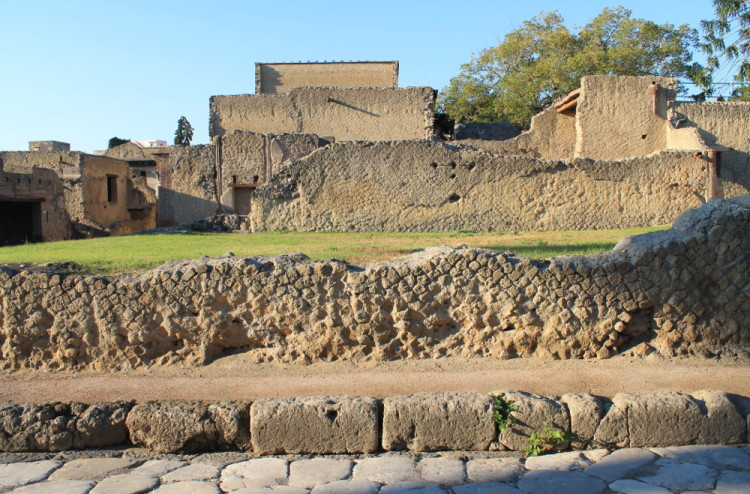 A day trip to Pompeii and Herculaneum - the streets of Herculaneum