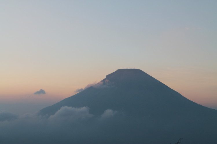 A week Java itinerary: Sunrise in the Dieng Plateau