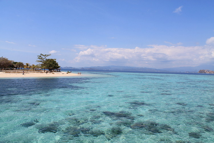 Kanawa Island - a romantic place to spend a few days while backpacking in Indonesia