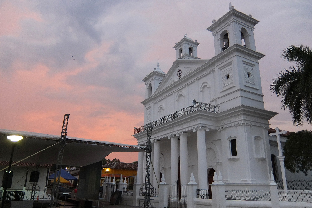 cathedral-suchitoto-el-salvador