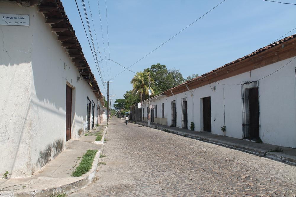 street-suchitoto-el-salvador