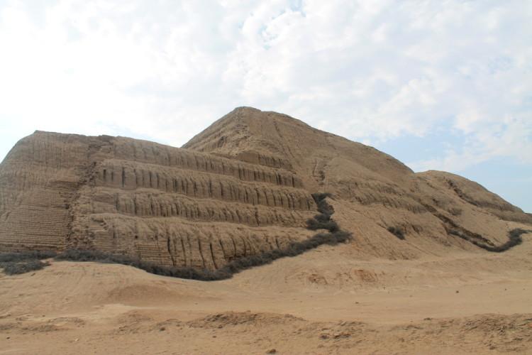 Desert ruins in northern Peru: Huaca del Sol
