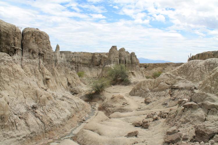 los-hoyos-grey-desert-tatacoa-colombia
