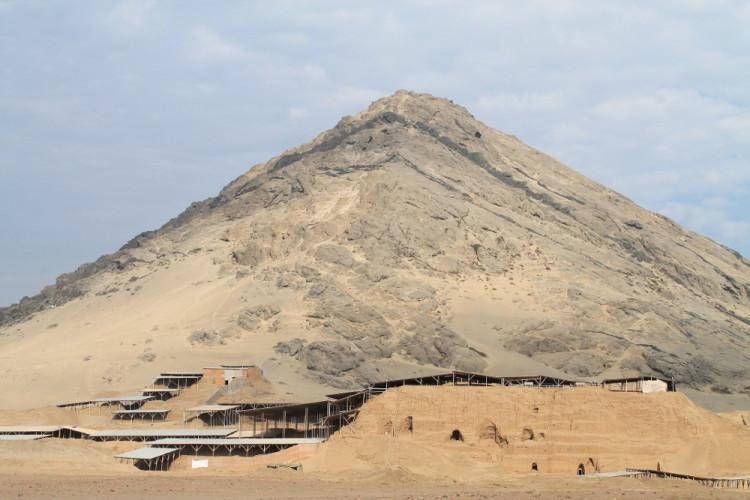 Desert ruins in northern Peru: Huaca de la Luna