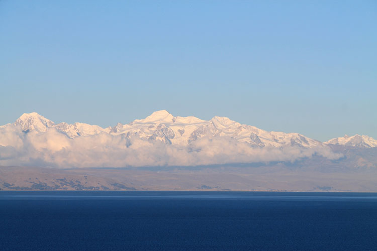 Hiking Isla del Sol, Bolivia: Snow mountains in Yumani