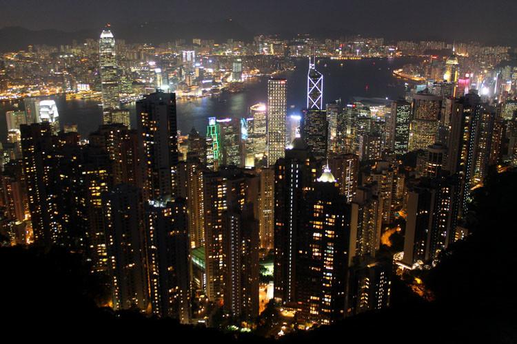 Backpacking in Hong Kong: The city at night