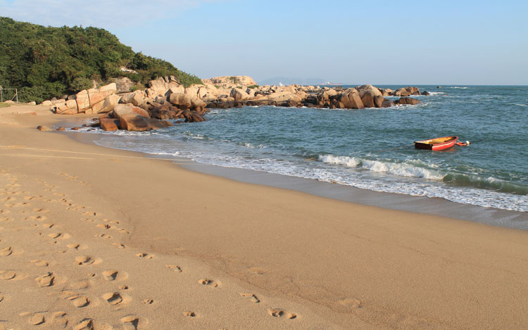 The best beaches in Hong Kong: Shek Pai Wan Beach Lamma Island
