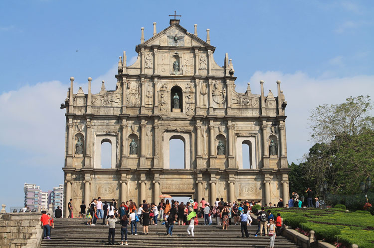 Backpacking in Hong Kong: St Paul's Cathedral, Macau