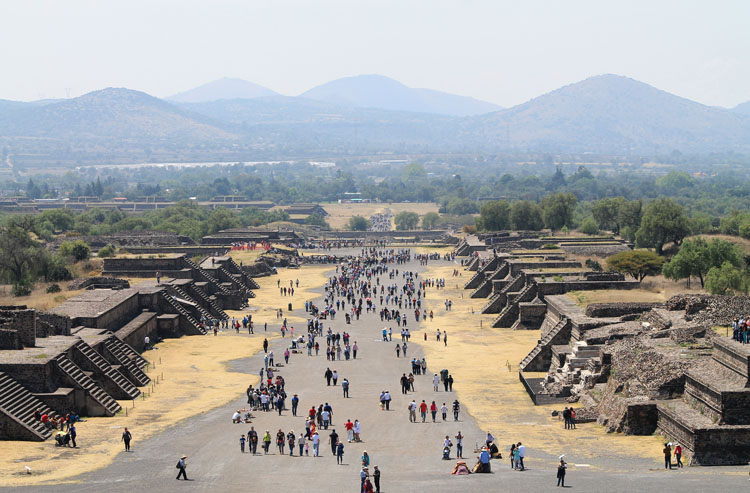 Teotihuacan, pyramids near Mexico City: Avenue of the Dead