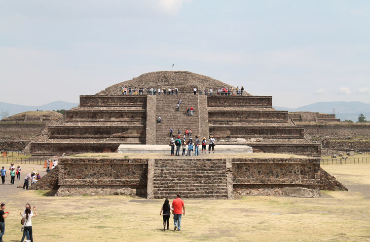 Teotihuacan, pyramids near Mexico City: Temple of the Feathered Serpant
