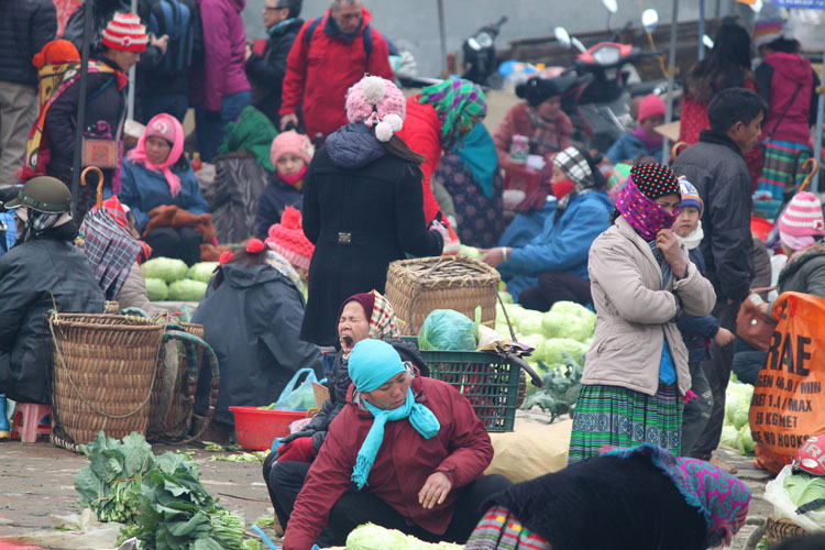 Visiting Sapa in winter -- Bac Ha market