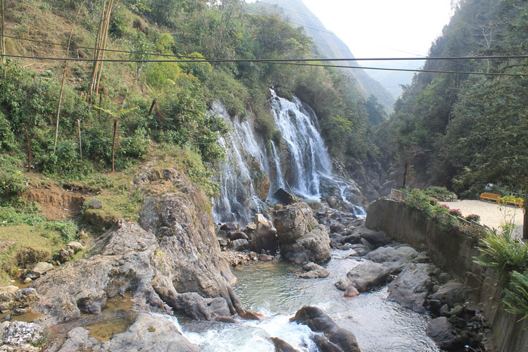 Visiting Sapa in winter -- Cat Cat waterfall