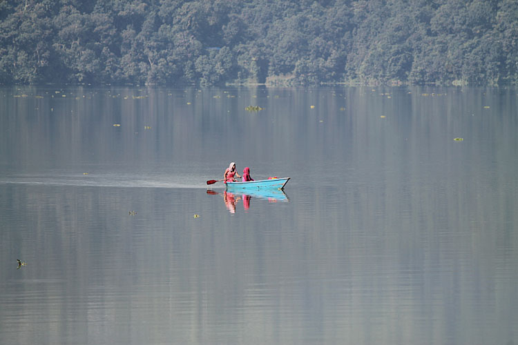 pokhara-local-boat-nepal
