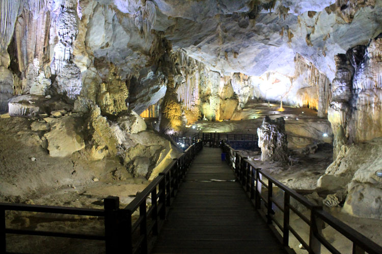 Backpacking in Vietnam: Paradise Cave