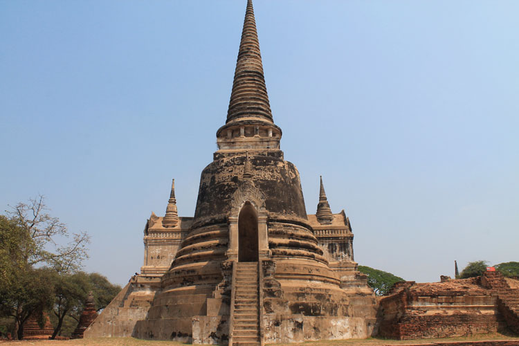 Cycling to the temples in Ayutthaya, Thailand -- Wat Phra Si Sanphet