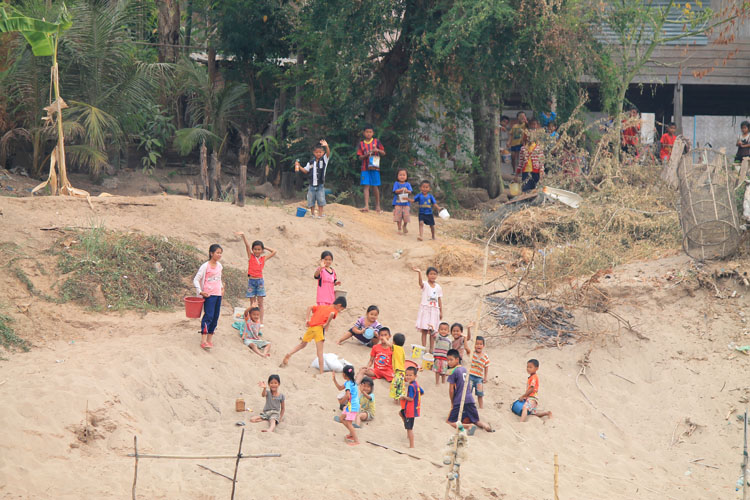 A 3 day Mekong River cruise in southern Laos -- waving kids