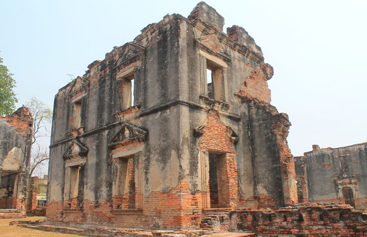 Exploring the ruins in Lopburi, Thailand -- an ancient house