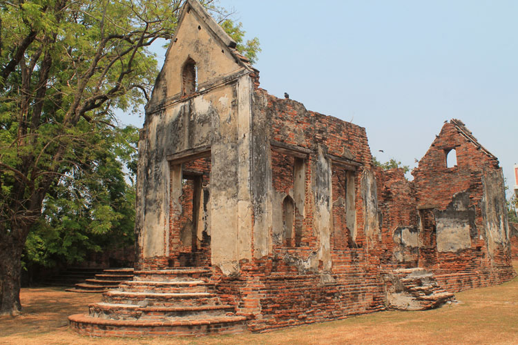Exploring the ruins in Lopburi, Thailand -- Ban Wichayan