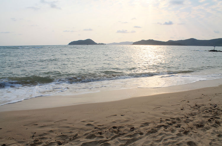 Haad Khao Bay, a beach on Koh Mak, Thailand