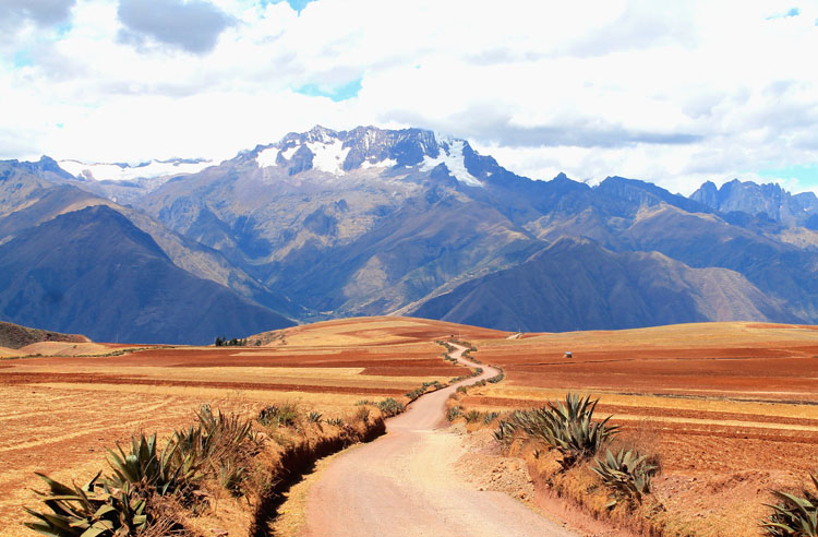 A day trip to Moray and Salinas de Maras, Peru -- scenic road