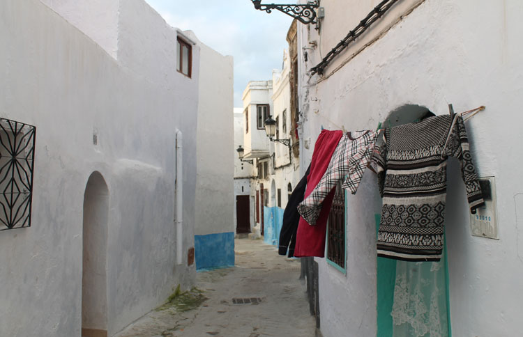 walking-tetouan-medina-morocco
