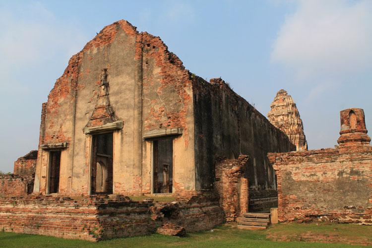 Exploring the ruins in Lopburi, Thailand -- Wat Phra Si Ratana Mahathat