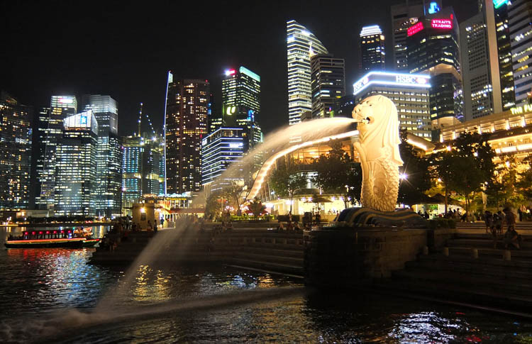 Downtown Singapore -- Marina Bay at night