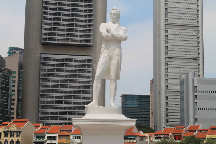 Downtown Singapore -- Raffles statue