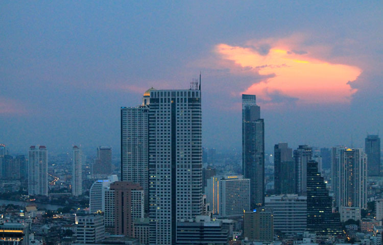 Best things to do in Bangkok, Thailand-- A rooftop bar sunset
