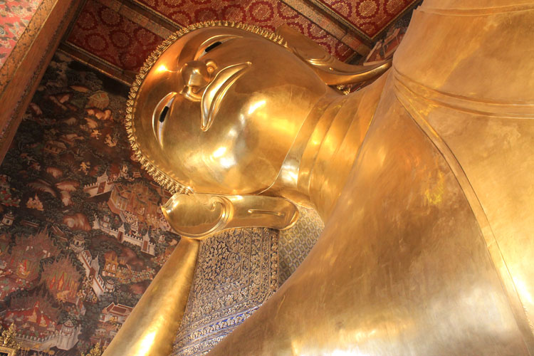 Best things to do in Bangkok, Thailand -- The Wat Pho giant Buddha