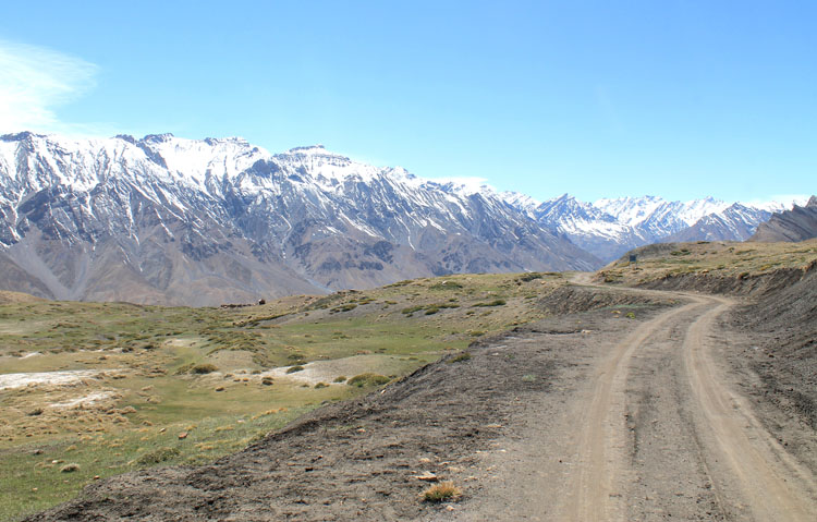 mountain-road-spiti-india-kibber
