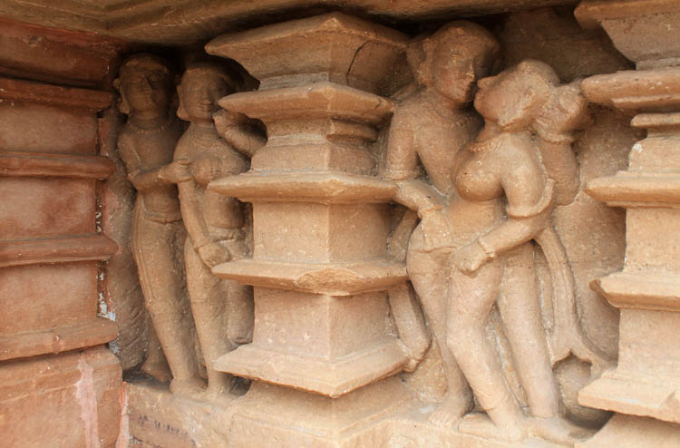 khajuraho-temple-sex-scene