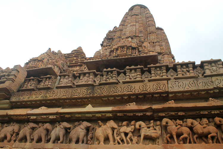 temple-carvings-khajuraho