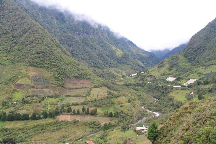 banos-green-scenery