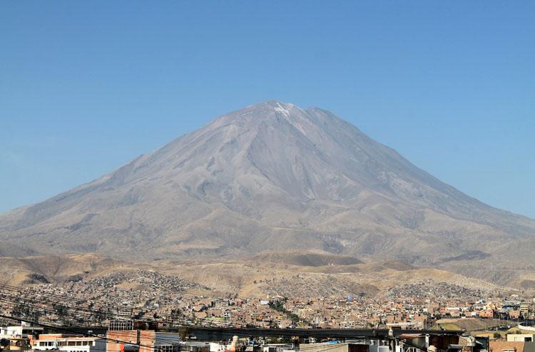 el-misti-volcano-arequipa-peru