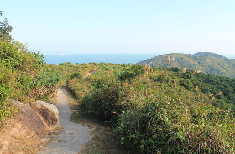 hiking-lamma-island