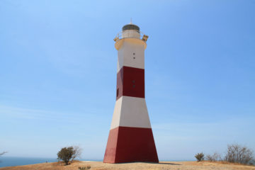 Mancora travel guide -- the lighthouse above town