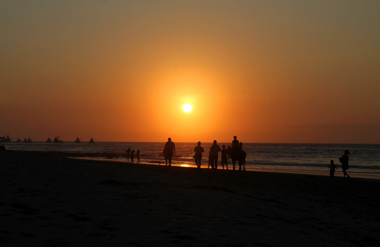 Mancora travel guide -- one of the best sunsets in Peru