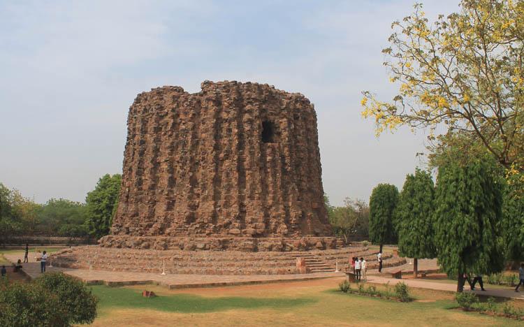 qutb-minar-ruins-delhi