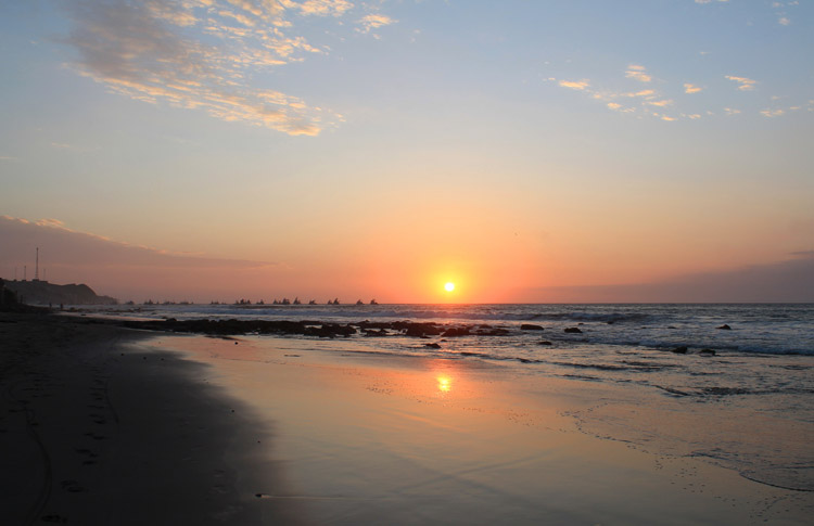 Mancora travel guide, Peru -- an amazing beach sunset