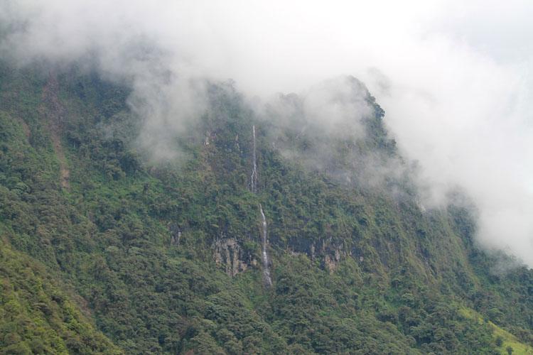 waterfall-banos-ecuador