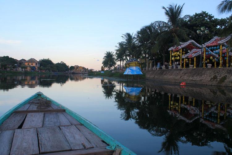 cheap-boat-trip-hoi-an-river