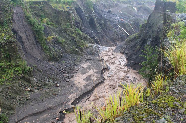 merapi-lava-river