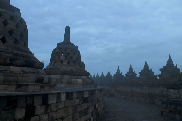 misty-morning-borobudur-indonesia