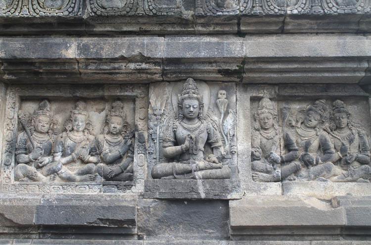 prambanan-carvings