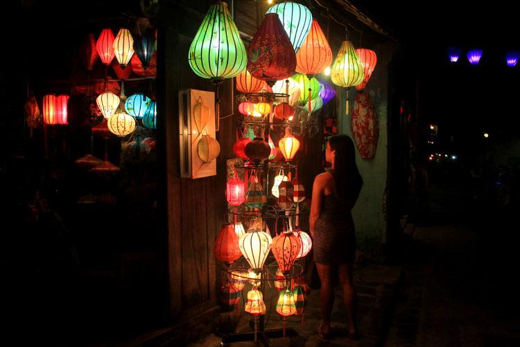 shopping-in-vietnam