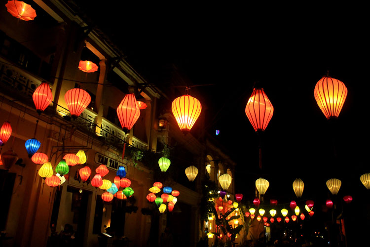 Backpacking in Vietnam: Hoi An at night