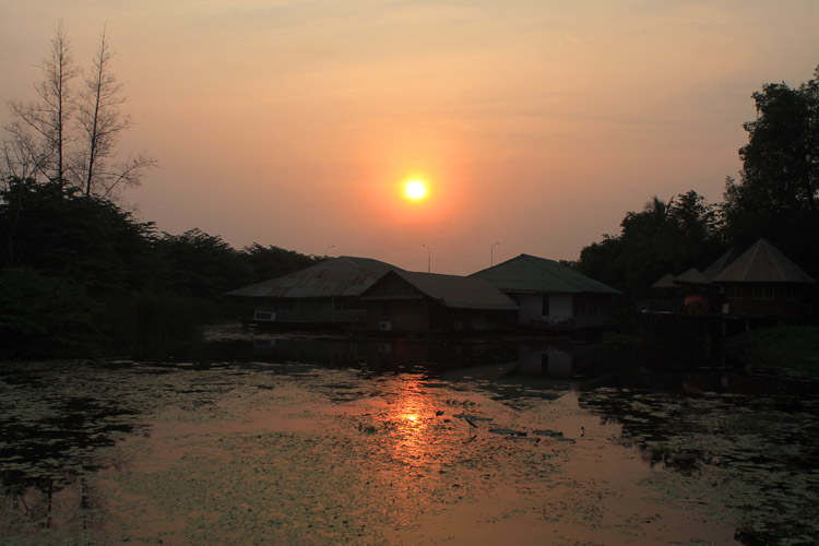 Things to do in Kanchanaburi, Thailand -- sunset on the river Kwai